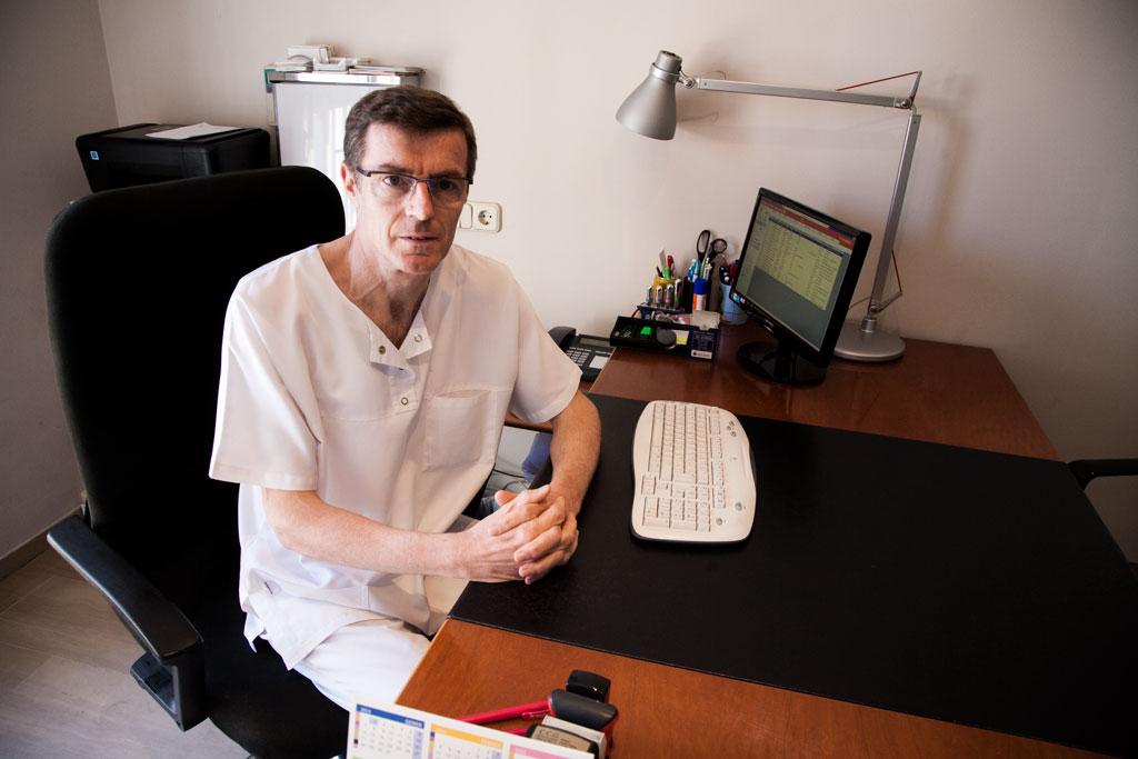 Doctor i ginecòleg Pere Carreras a la Consulta de CCG (Manresa)